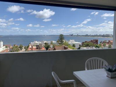 En venta en edificio Liguria calle 20 península punta del este, terraza con vista y parrillero propio, 3 dormitorios 3 baños estufa a leña
