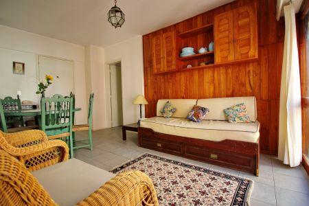 Apartamento reciclado de 2 dormitorios en venta a metros de la playa los dedos, Punta del Este.