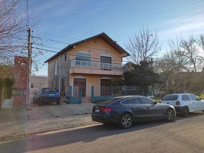 Oportunidad para invertir, casa de 3 dormitorios mas 2 apartamentos en Maldonado