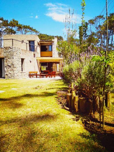 Casa en Montoya, 3 dormitorios y dependencia completa