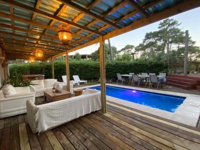 Casa con piscina y parrillero en alquiler