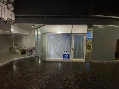 Local comercial en venta, galería sobre Av. Gorlero
