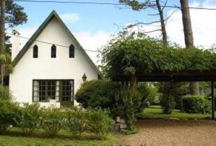 Casa en Rincon del Indio, 2 dormitorios a 4 cuadras de la playa.