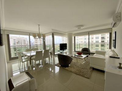 Excelente apartamento frente a la Brava y a metros de Av GorIero