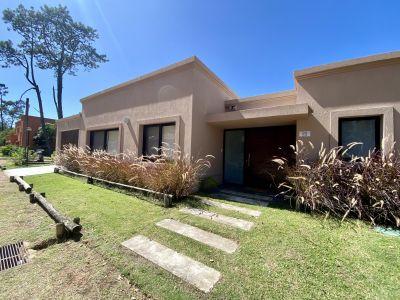 Hermosa, amplia y luminosa propiedad en Barrio Privado