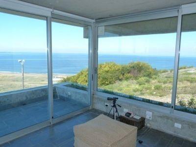 Muy buen apartamento sobre Ruta Panorámica de Punta Ballena con gran vista al mar