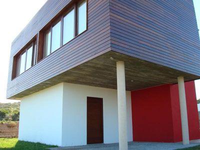 Impecable casa, con amplias vistas a la bahia de Punta del Este y Punta Ballena.