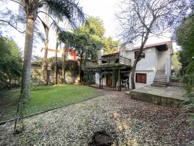 Oportunidad en Rincon del Indio. Casa, doble altura, bosque, 3 dormitorios, suite, aire acondicionado, jardin, parrillero. vistas al bosque