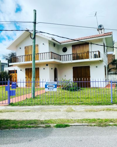 Casa en Venta a pasos del mar, 3 dormitorios , Playa Mansa - Punta del Este