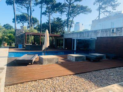 Importante residencia en Venta, Playa Mansa, Punta del Este