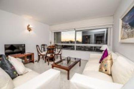 Apartamento en muy buena ubicacion en peninsula de 3 dor, 2 baños y garaje. Consulte!!!!!