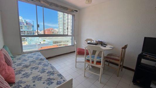 Apartamento Codigo #Apartamento de 1 dormitorio en Peninsula a una cuadra de la rambla mansa.