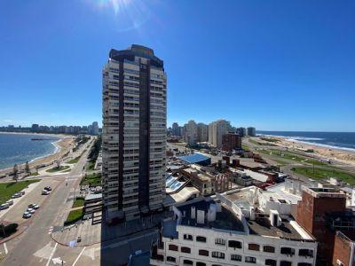 Apartamento en playa mansa a 1 cuadra del mar y a dos de la playa brava