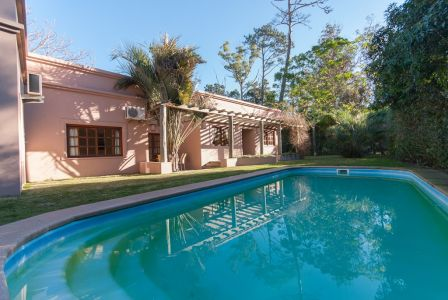 Casa en Pinares, Punta del Este, 3 dormitorios y piscina.