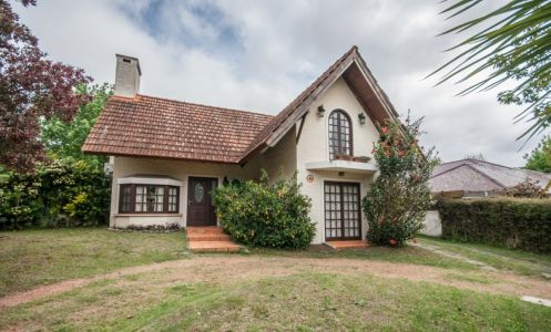 Casa en Jardines de Córdoba, Punta del Este 3 dormitorios.