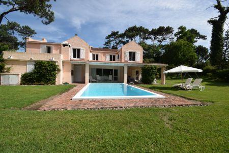 Hermosa y amplia Casa en Brava, 4 dormitorios - Consulte!!!!