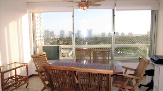 En zona Shopping, con Vista a Playa Mansa, terraza integrada-PUNTA DEL ESTE-