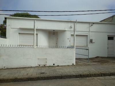 Casa en Centro de San Carlos EN VENTA Y ALQUILER ANUAL