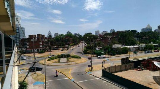 TOTALMENTE RECICLADO Y A SOLO 2-3 CUADRAS DE PLAYAS MANSA Y BRAVA