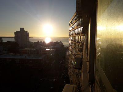edificio a metros de playa brava