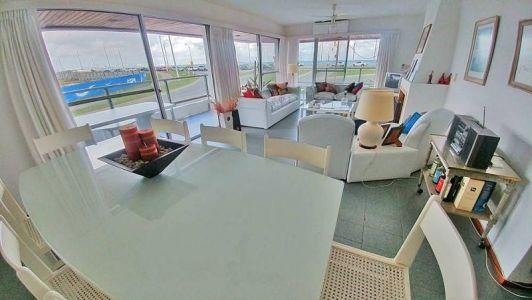Apartamento en venta Playa Mansa 4 dormitorios