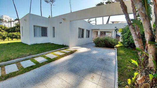 Casa en venta Playa Mansa 3 dormitorios
