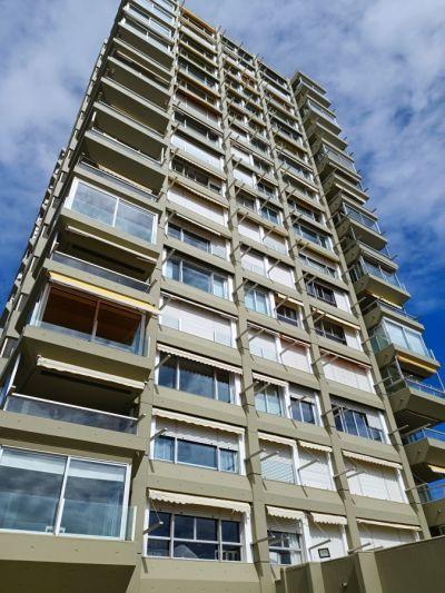 Venta Apartamento 3 Dormitorios y Dependencia, Playa Mansa, Punta del Este