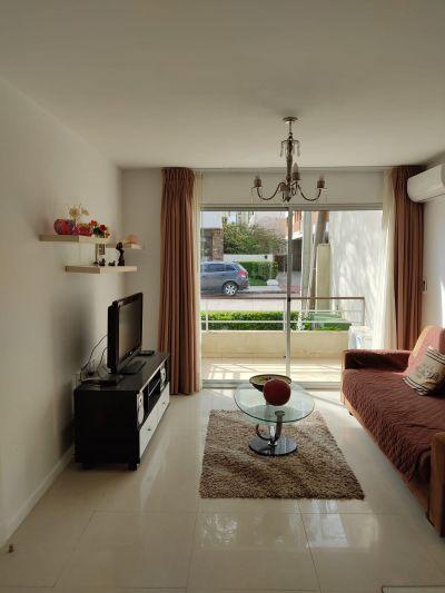 Venta y Alquiler Anual Apartamento 2 Dormitorios, Peninsula, Punta del Este