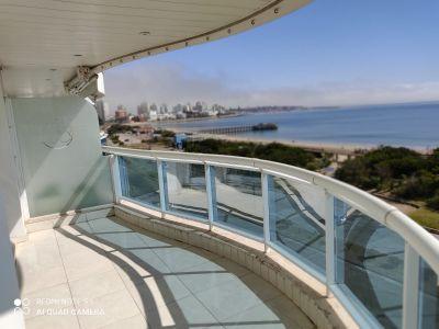 Apartamento en alquiler Playa Mansa 3 dormitorios