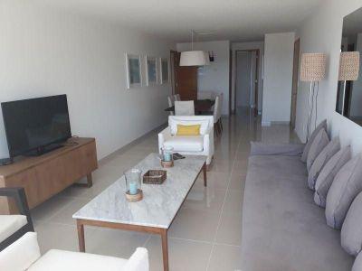 Apartamento en venta y alquiler Playa Mansa 2 dormitorios y dependencia