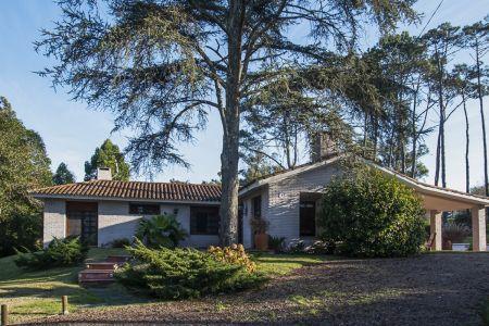 Hermosa Casa ubicada en zona de paz y tranquilidad