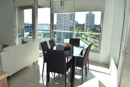 Apartamento 2 Dormitorios a pasos de Punta Shopping