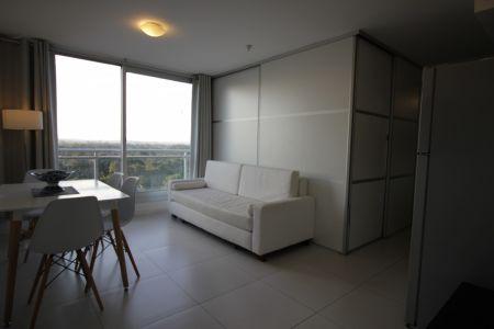 Vendo apartamento de 1 dormitorio, piso alto, en zona Roosevelt, Punta del Este.