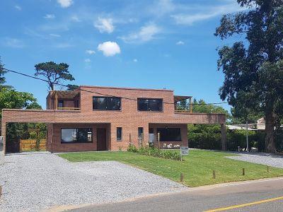 Casa en propiedad horizontal a estrenar en Pinares, 3 dormitorios y parrillero