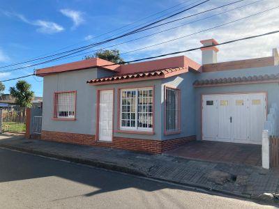 VENTA CASA MALDONADO CENTRO 2 DORMITORIOS Y GARAGE
