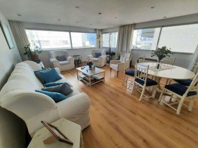 Apartamento de 3 dormitorios en Gorlero a metros del Puerto a USD 2.600 m2