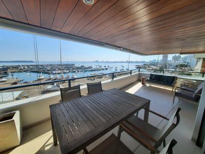 Espectacular Apartamento Esquinero en el Puerto de Punta del Este