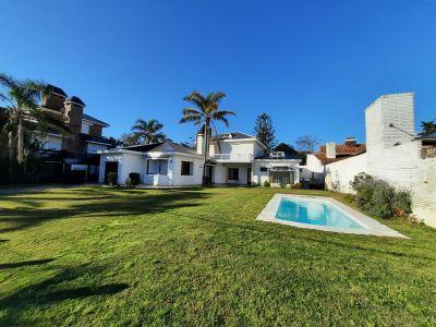 Residencia Ubicada a metros del mar en Pinares
