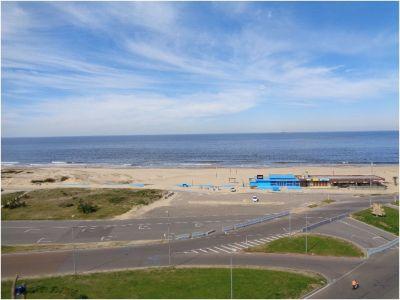Playa brava parada 1, frente al mar... Imperiale Luxury 3 dormitorios en suite, living comedor, baño social, cocina.  Totalmente equipado. Edificio 5