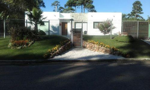 Casa en cantegril, de estilo minimalista , VENTA , PUNTA DEL ESTE, CANTEGRIL, IDEAL TODO EL AÑO