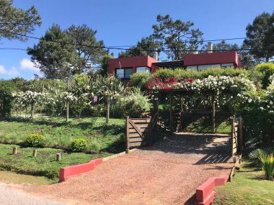 Venta Hermosa casa con vista al mar en Manantiales 2 dormitorios
