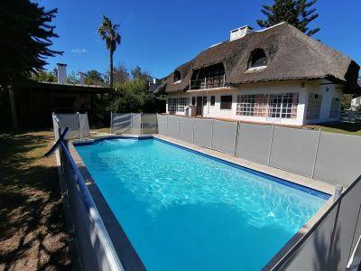 Casa con pileta a 1 cuadra de la Playa Ideal familias grandes
