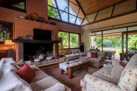 Espectacular casa con excelentes metrajes y muy bien ubicada en La Mansa