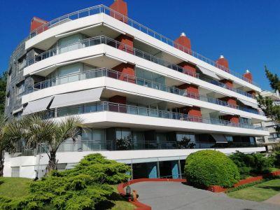Apartamento en  Alquiler  , Mansa, Punta del Este, 2 Dormitorios.