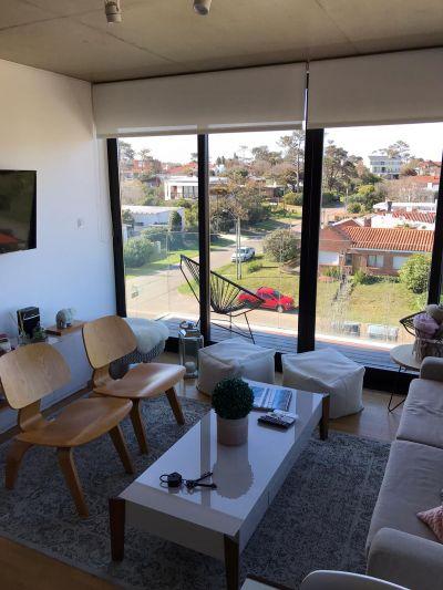 ¡Espectacular apartamento en inigualable zona de Playa Mansa!