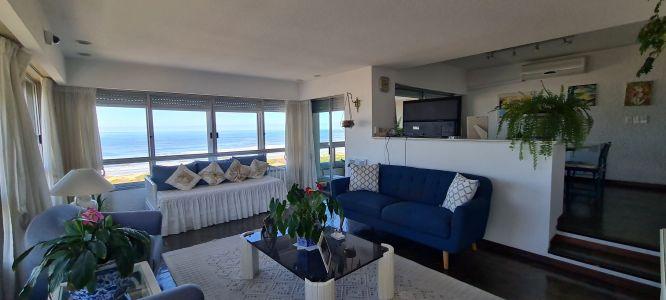 Apartamento en venta con excelente vista al mar, primera línea