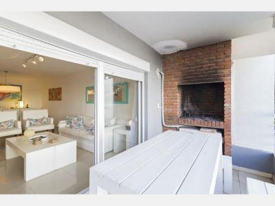 Apartamento en Aidy Grill - Punta del Este Ubicado a  350 metros del Mar.  Unidad de 2 Dormitorios 2 Baños 1 Suite  Cocina Grande y definida, Living Comedor amplio y luminoso Garage, piscina, espacio verde  Superficie : 81 m2