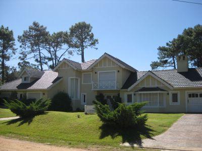 Muy buena casa a 3 cuadras del mar
