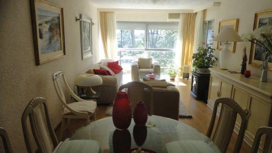 Muy lindo apartamento de 3 dormitorios, todo reciclado. Ideal para vivir todo el año ! bajas expensas !!