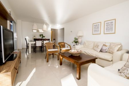 Amplio y luminoso apartamento de 2 dormitorios en Aidy Grill Venta y Alquiler